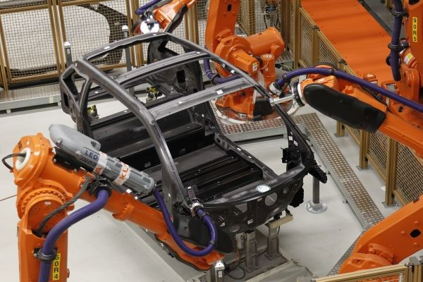 production-de-la-BMW-i-8